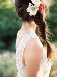 flowers in her hair | Berrett Photography #wedding