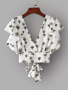 Shop Foliage Print Tie Back Crop Blouse online. SHEIN offers Foliage Print Tie Back Crop Blouse & more to fit your fashionable needs. Diy Fashion, Ideias Fashion, Fashion Outfits, Fashion Design, Fashion Moda, White Ruffle Blouse, Ruffle Top, Casual Outfits, Cute Outfits