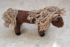 DU ZUERST: Gestrickter Esel und gestricktes Pferd Animal Knitting Patterns, Waldorf Dolls, Crochet Animals, Preschool Activities, Crochet Necklace, Toys, Diy Ideas, Knitted Animals, Free Pattern