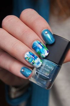 A well detailed and elegant blue flower watercolor nails art design. Paint the grand blue flower in watercolor style while using white as your base color as well as the color of the other flowers. You can also add silver beads on top for effect.