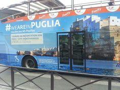 Le immagini di Polignano a Mare direttamente su un bus sotto la Torre Eiffel a Parigi, per la campagna #weareinPuglia #amarepolignano (grazie a D. Pinto per lo scatto)