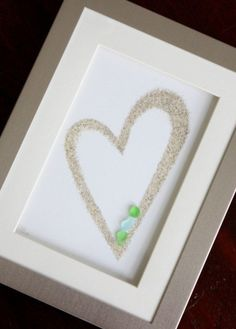 Save Sand from Vacation to Make a Framed Heart with Sea Glass - Muscheln - craft Beach Crafts, Crafts To Do, Arts And Crafts, Seashell Crafts, Summer Crafts, Felt Crafts, Sea Glass Crafts, Sea Glass Art, Sea Glass Beach