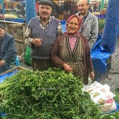 Lütfiye ve Halil! Muhteşemler! #localproducts #local #pazar #selcuk #knowyourfarmer #istanbulfoodcom #tubasatana (at Selçuk - İzmir - Türkiye)