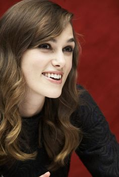 Keira Knightley, lovee her hair and hair color! Keira Knightley, Keira Christina Knightley, Elizabeth Swann, Famous Stars, Pretty Face, London, Girl Crushes, Pretty Woman, Her Hair