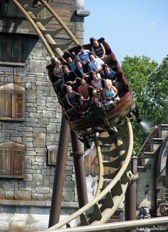 One amusement park I'd really like to visit ---> Vliegende Hollander | Efteling | Netherlands