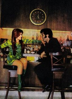 Such an obvious FAKE - they just keep on coming! Priscilla Presley, King Elvis Presley, Elvis Presley Family, Lisa Marie Presley, Elvis Presley Memories, Elvis And Me, Elvis Presley Pictures, Graceland, Poses