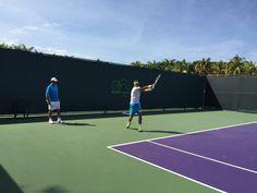 Rafa Nadal 25 March ·     Entrenamiento matutino... bajo el caluroso sol de Miami smile emoticon  Morning practice session...under the warm sun in Miami smile emoticon