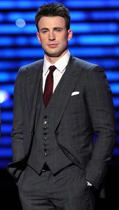 Chris Evans......I don't know what's sexier: his face or that suit!