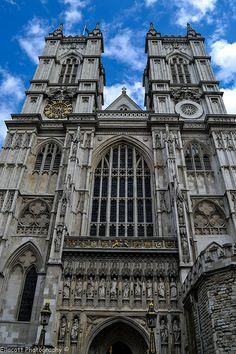 De beroemde dubbele torens van Westminster Abbey. De kerk waar de koninklijke huwelijken plaatsvinden. Westminster Abbey ligt vlakbij de Houses of Parliament.