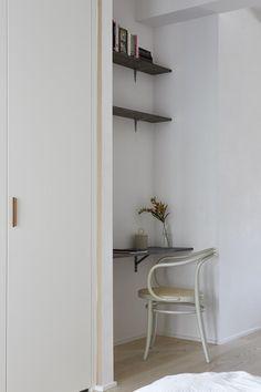 6 Brisk Clever Ideas: Minimalist Bedroom Dark Simple minimalist home tips decoration.Minimalist Home Closet Interiors minimalist bedroom color plants.Minimalist Home Inspiration Mirror. Interior Design Minimalist, Modern Minimalist Bedroom, Minimalist Furniture, Minimalist Home Decor, Minimalist Kitchen, Minimalist Living, Space Saving Furniture, Home Office Design, Decoration
