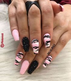 If your boyfriend or husband is a glorious soldier, I& sure you& like camouflage nail designs or camo nail designs. These are perfect attempts to use Camouflage Nail Design in another modern style. If you also like camouflage nail designs, look Yellow Nails Design, Yellow Nail Art, Camo Nail Designs, Nail Art Designs, Colorful Nail Designs, Nail Swag, Diy Ongles, Camouflage Nails, Pink Camo Nails