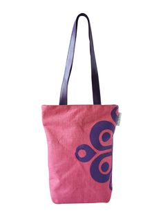 So, you want to go to your college and are confused about which bag to carry. A bag that showcases your style, love for fashion and yet helps you stand out from the crowd. This printed Jute bag from Earthen Me can be a great choice   http://www.earthenme.com/New-Arrivals/Half-Print-College-Pink-Tote-Bag-id-2030538.html