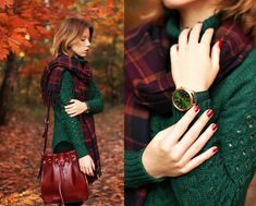 Plaid Scarf paired with forest green sweater Deep Autumn, Warm Autumn, Autumn Winter Fashion, Mode Vintage, Fall Sweaters, Mode Inspiration, Passion For Fashion, Ideias Fashion, Winter Outfits