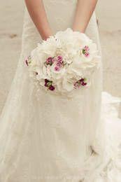 Vintage-Romantik: Fluffiges Weiß mit lila Highlights. Einfach wundervoll! Foto: Birgit Roschach