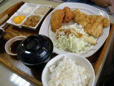 豬排+魚排+起士醬+鮮檸醬 by 恆春_帶路機 on Flickr.