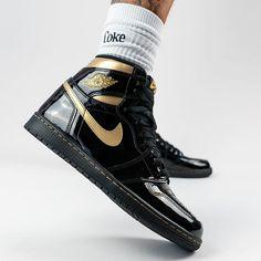 Air Jordan 1 High Black Metallic Gold Patent 2020 555088-032 Jordan Gold, Jordan 1 Black, Nike Air Force 1 Outfit, Sneakers Mode, Best Sneakers, Nike Sneakers, Nike Casual Shoes, Nike Shoes, Womens Fashion Sneakers