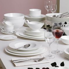 Villeroy & Boch Royal Porcelain made of fine Bone China - porzellan Villeroy Boch Royal, Kitchen Interior, Bone China, Place Card Holders, Ceramics, Dining, Tableware, Fine Porcelain, Villa