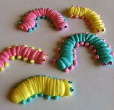 Items similar to 12 Custom Royal Icing Caterpillars- Handcrafted Edible Sugar Decoration on Etsy Buttercream Royal Frosting, Royal Icing Cakes, Royal Icing Flowers, Cake Decorating Techniques, Cake Decorating Tips, Cookie Decorating, Royal Icing Templates, Royal Icing Transfers, Meringue