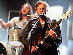 Canal Electro Rock News: Kings of Leon revela clipe de Around The World