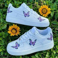 Dr Shoes, Cute Nike Shoes, Cute Nikes, Cute Sneakers, Hype Shoes, Shoes Sneakers, Cute Teen Shoes, Nike Custom Shoes, Custom Painted Shoes