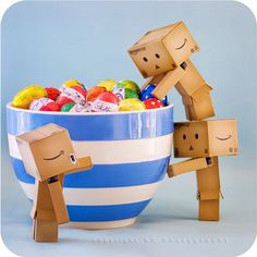 Image shared by Emma T. Find images and videos about sweet, candy and danbo on We Heart It - the app to get lost in what you love. Danbo, Miss Piggy, Box Robot, Amazon Box, Cute Romance, Food Backgrounds, How To Eat Less, Favim, Little Boxes