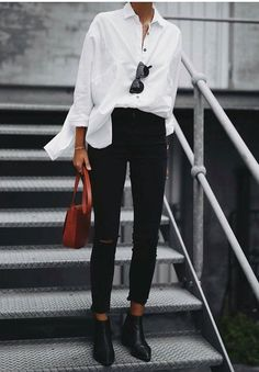 Over-sized White Shirt, Black Skinnies & Burnt Sienna accent. 31 Beautiful Looks That Will Make You Look Cool – Over-sized White Shirt, Black Skinnies & Burnt Sienna accent. Black Skinny Pants, Black Skinnies, White Shirt Black Jeans, Black White Outfits, Black Denim, Black Jeans Outfit Summer, Oversized White Shirt, Classic White Shirt, Skinny Pants Outfits