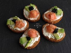 Donuts with chard - Clean Eating Snacks Canapes Salmon, Smoked Salmon Appetizer, Tapas, Salmon Y Aguacate, Barbacoa, Menu Restaurant, Quick Recipes, Fritters, Clean Eating Snacks