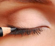 6 Makeup Tips for Small Eyes to Make Them Look Bigger