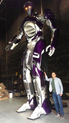 BryanSinger - Sentinel. Set X-Men: Days of Future Past. via : https://twitter.com/BryanSinger