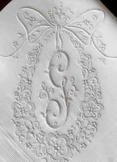 Antique Style: Hanky Primer: Antique Monogrammed Hankies Some if these are lovely! Good reference for monogramming. Embroidery Alphabet, Embroidery Monogram, White Embroidery, Ribbon Embroidery, Embroidery Stitches, Embroidery Patterns, Machine Embroidery, Shabby Vintage, Vintage Lace