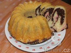 Super rychlý a výborný moučník, může se dát i do dortové formy a polít čokoládou.