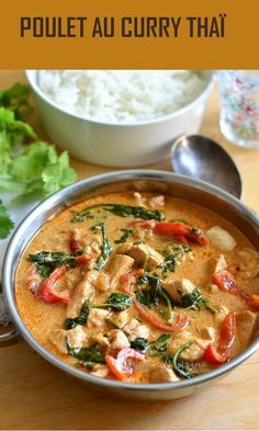 With this flavorful Thai curry chicken recipe, o .- With this recipe of Thai curry chicken full of flavors, we were more than delighted and we really believed in the restaurant! It is a simple Thai recipe for curry chicken, but well flavored and tasty. Batch Cooking, Cooking Recipes, Pastry Recipes, Marinated Chicken Recipes, Thai Curry, Asian Recipes, Healthy Dinner Recipes, Food Inspiration, Easy Meals