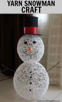 Yarn Snowman Craft Tutorial. Make this adorable snowman craft by dipping yarn in glue. #snowman #crafts