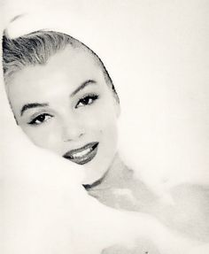 The beautiful Marilyn Monroe. Arte Marilyn Monroe, Marilyn Monroe Artwork, Vintage Glamour, Vintage Beauty, Classic Beauty, Timeless Beauty, Classic Style, Vintage Hollywood, Classic Hollywood