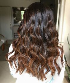 Shared by ♔ ᏚąᎰąą MᏫĦąɱƏđ ♔. Find images and videos on We Heart It - the app to get lost in what you love. Brown Hair Shades, Hair Color For Black Hair, Brown Hair Colors, Brown Hair Balayage, Hair Highlights, Ombre Hair, Aesthetic Hair, Hair Looks, Hair Trends