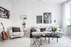 Inbjudande vardagsrum som är lätt att möblera
