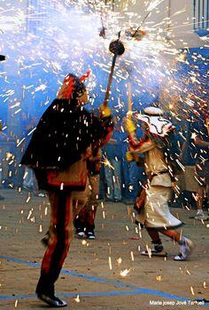 Sovint les forces diabòliques prenen la capital de la Segarra. El dissabte abans de Corpus els Diables Carranquers celebren la seva festa amb el celebrat Ball Parlat.