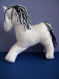Červené puntíky: Šitý kůň / Sewn horse