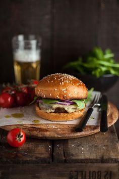 Hamburguesa vegetariana con champiñones asados en pesto