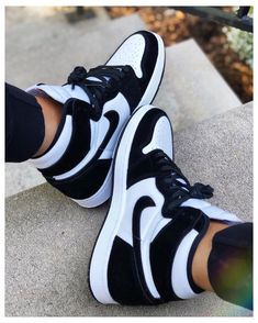 All Nike Shoes, Nike Shoes Air Force, Hype Shoes, Black Shoes Sneakers, Sneakers Women, Cute Sneakers For Women, Sneaker Outfits Women, Off White Shoes, Black And White Sneakers