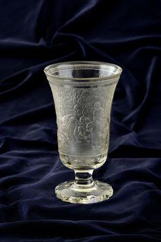 Aukčná spoločnosť SOGA spol. s r.o. - Diela/Sklenený svadobný pohár - Daniel v jame levovej - aukcie, diela, výtvarné diela, umenie, obrazy, starožitnosti, online aukcie, umelci