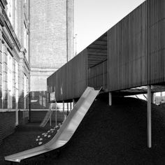 Asif+Khan+adds+elevated+wooden+play+area+to+east+London+primary+school