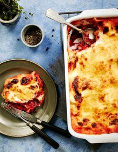 Punajuuri-vuohenjuustolasagne/ Beetroot and Goat Cheese Lasagna Tomato Soup Recipes, Pea Recipes, Vegetable Soup Recipes, Baked Chicken Breast, Baked Chicken Recipes, Pork Chop Recipes, White Russian Recipes, Baked Mac And Cheese Recipe, Baked Pork Chops