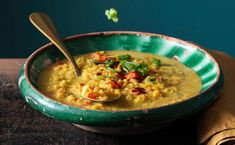 Bild: GUSTO / Ulrike Köb Chili, Ethnic Recipes, Soups, Low Carb, Turmeric, Sheet Cakes, Red Peppers, Kochen, Food Food