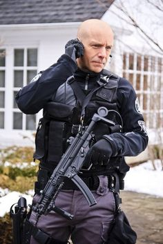 "Hugh Dillon as Ed Lane, the brave tactical leader of Team One in ""Flashpoint"""