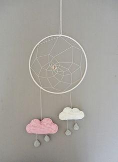 Attrape rêve nuage rose/blanc/gris poudré au crochet : Décorations murales par ligne-retro