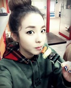 K-Pop Food Facts 101 Topokki is the favorite food of Sandara Park, the goddess of 2NE1. And she can't live without it!  ‪#‎myeongdongtopokki‬ ‪#‎besttopokki‬ ‪#‎koreanstreetfood‬ ‪#‎mdtopokki‬ ‪#‎sandara‬ ‪#‎kpop‬ ‪#‎funfacts‬