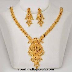 Explore the trendy collection of gold necklace set at Waman Hari Pethe Sons. Gold Chain Design, Gold Jewellery Design, Gold Mangalsutra Designs, Gold Jewelry Simple, Gold Bangles, Gold Necklaces, Bridal Jewelry, Necklace Set, Furniture Nyc