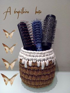 cesta baño en trapillo Diy Crochet Basket, Crochet Box, Knit Basket, Love Crochet, Knit Crochet, Diy Projects To Try, Crochet Projects, Yarn Crafts, Diy And Crafts