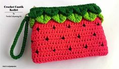 crochet purses ideas watermelon purse by Farida Cahyaning Ati -I was about to make a strawberry theme purse but turned out it looked like a watermelon instead. Kawaii Crochet, Cute Crochet, Crochet Crafts, Crochet Projects, Crochet Shell Stitch, Bead Crochet, Crochet Handbags, Crochet Purses, Watermelon Purse